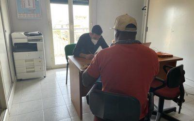 Il team di Comune dei Popoli a supporto della delegazione di Cassibile per l'ostello dei lavoratori stagionali